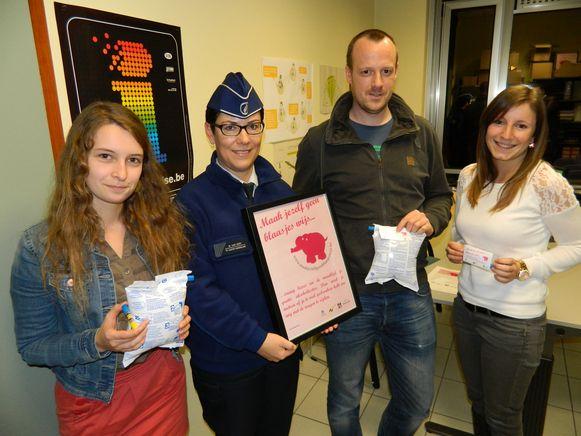 Sofie De Meyer, agente Nadine Van Oost, Joachim De Paepe en Jasmien Vandorpe van de drugspreventiedienst.