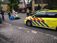 Fietser klapt frontaal tegen autodeur in Veenendaal, traumahelikopter rukt uit
