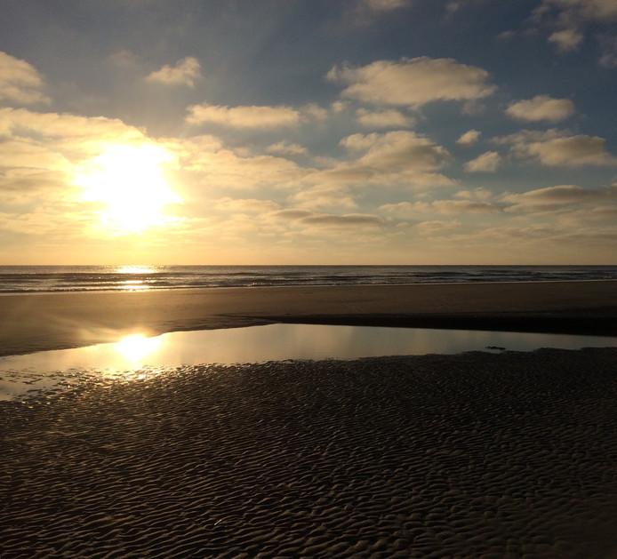 Zelfs een wellnessdag kan niet op tegen een zonsondergang bij zee. Wat een rust is er hier op het strand van Ameland.