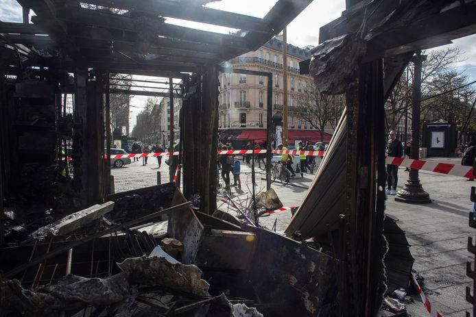 De ravage in Le Fouquet's na de rellen in maart.