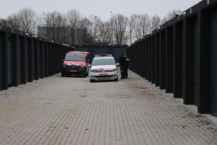 De politie en de brandweer waren ter plaatse bij een mini-opslag in Den Bosch.