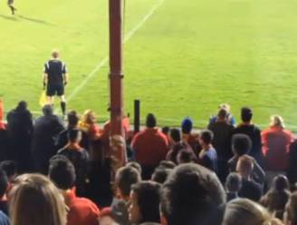 Fans van KV Mechelen imiteren lijnrechter