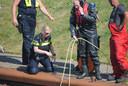 Een ingeschakelde duiker haalde even na vijven het mes dat de petjesdief bij zich droeg en in de haven achterliet, uit het water.