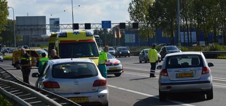 Bestuurder gewond bij ongeluk op A12 bij Westervoort, weg weer vrijgegeven