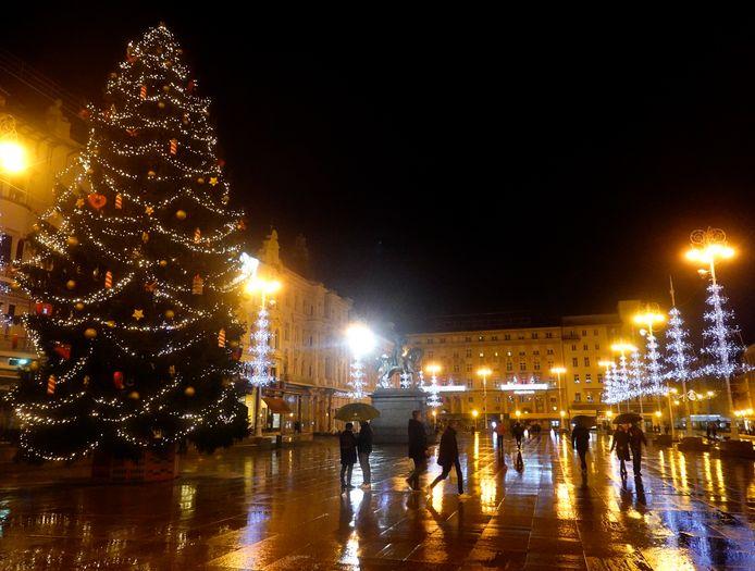 De Kroatische hoofdstad Zagreb, beeld van kerstavond.