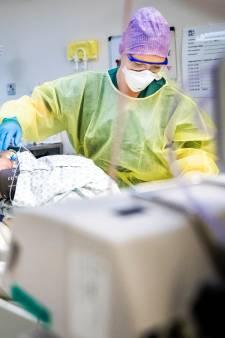 Onmisbaar zorgpersoneel zonder testuitslag tóch aan het werk: 'Wel met extra bescherming'