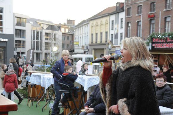 Heel wat Vlaamse artiesten kwamen langs op Wintermagie Tienen, zoals deze Andrea Schön.