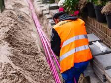 KPN en T-Mobile vechten concurrentieoorlog uit in Regentessekwartier: 'Kilometers straat open gehaald'