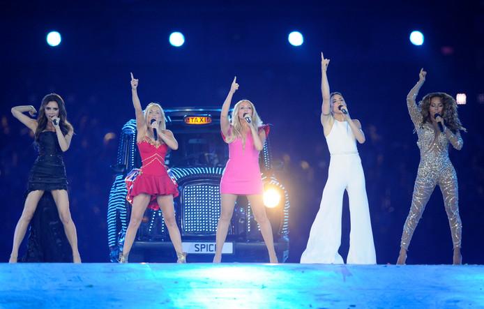 LONDEN - Victoria Beckham is dit keer niet eens benaderd voor de aanstaande reünie van de Spice Girls. De overige vier dames gingen er eigenlijk al van uit dat 'Posh Spice' nee zou zeggen, vertelden Mel C, Mel B, Geri en Emma in The Jonathan Ross Show. Volgend jaar staan de Spice Girls weer op het podium.