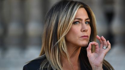 Jennifer Aniston straalt in zwart leer (bis)