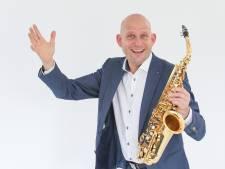 'Eenmansorkest' Gert uit Haaksbergen staat door corona nu voor de klas