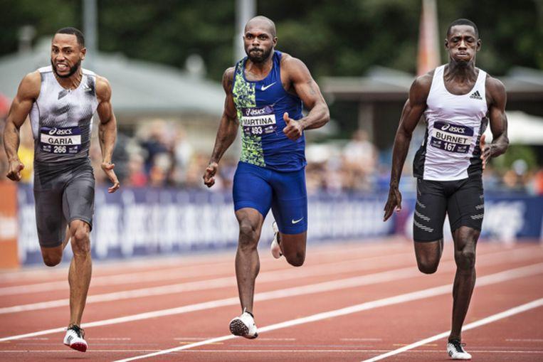 Churandy Martina wordt voor de vijfde keer nationaal kampioen op de 200 meter, net voor Christopher Garia (links) en Taymir Burnet. Beeld Guus Dubbelman / de Volkskrant