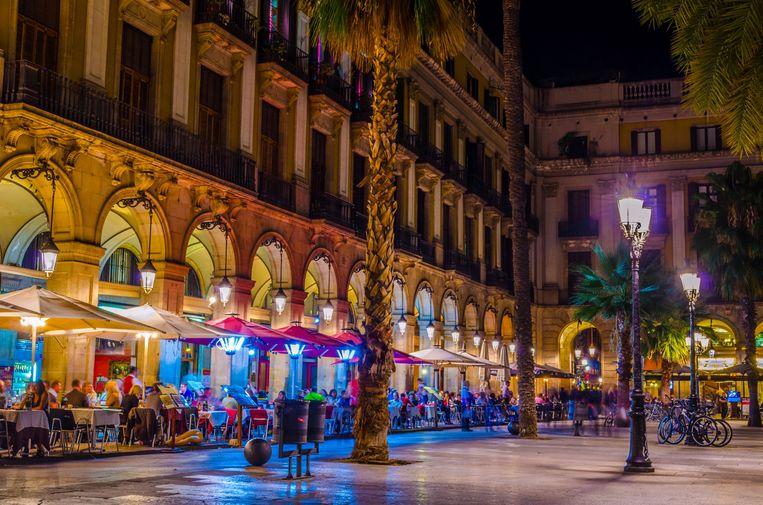 Sinds het rookverbod binnen in cafés en restaurants werd ingevoerd in 2010, verdubbelde het aantal terrasplaatsen in de stad en steeg het aantal buitentafels van 2.500 naar 5.000.