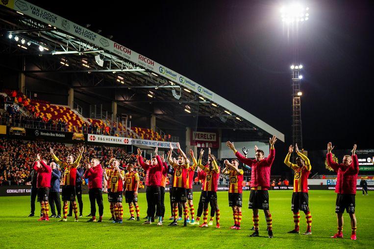De spelers van KV Mechelen groeten de supporters na de zegen tegen Anderlecht op 15 februari.