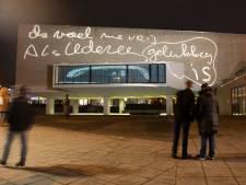 Nijmeegse gedachten over vrijheid op de gevel van Stadsschouwburg Nijmegen