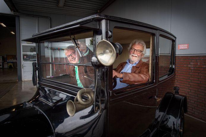 Hans en Peter Jurriëns in de T-Ford.