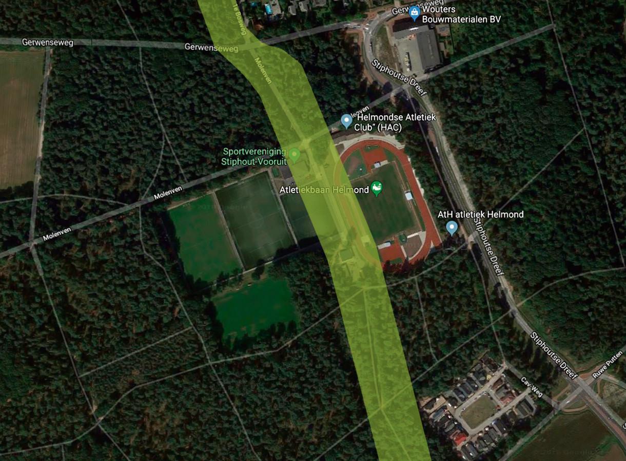 Het buizentracé voor het transport van gevaarlijke stoffen loopt in Stiphout dwars over sportpark Molenven en pal langs de 1e Bosweg (boven).