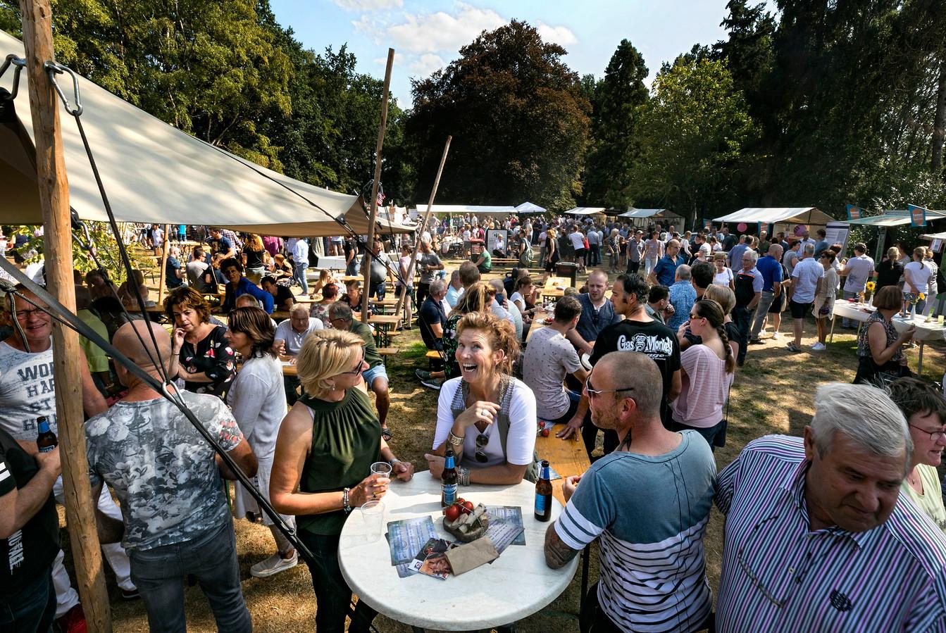In de pastorietuin van Someren-Eind werd tegelijkertijd het Foodfestival van de ZLTO gehouden.