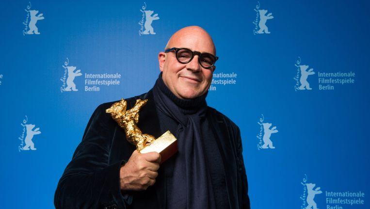 Regisseur Gianfranco Rossi met zijn Gouden Beer Beeld EPA