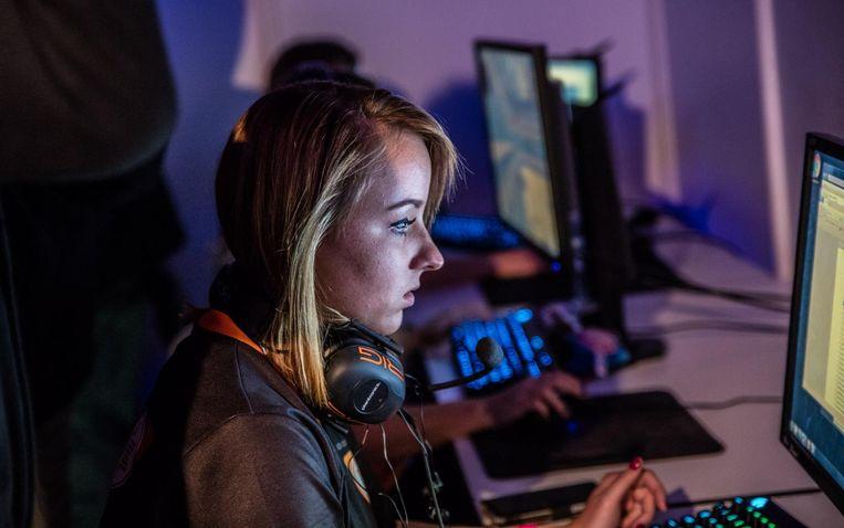 Petra Stoker is professioneel gamer. Beeld