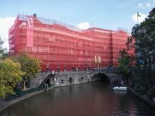 Gemeenteraad keert na renovatie weer terug in stadhuis, mét ingang aan Stadhuisbrug