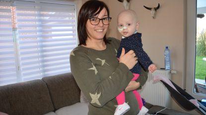 """Aily (9 maanden) is terug thuis na zware chemobehandeling: """"Genieten van de feestdagen? We zullen ons best doen"""""""
