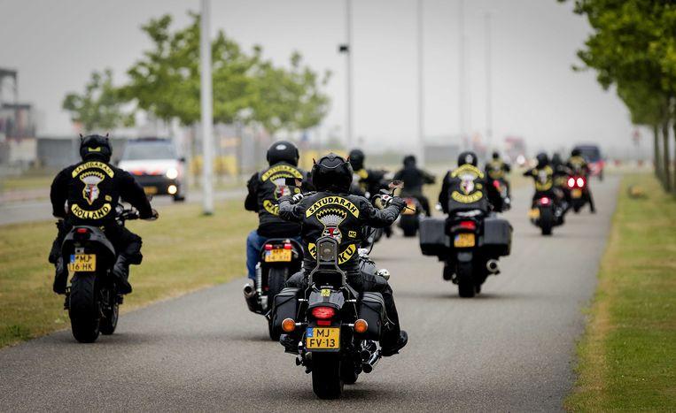 Leden van de Satudarah op weg naar het Justitieel Complex Schiphol. De rechtbank doet uitspraak in de civiele procedure waarin het Openbaar Ministerie vraagt om de Satudarah Motorcycle Club te verbieden. ANP