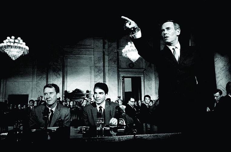Henry Fonda (staand), Burgess Meredith (links) en Paul Stevens in Advise & Consent van Otto Preminger. Beeld null