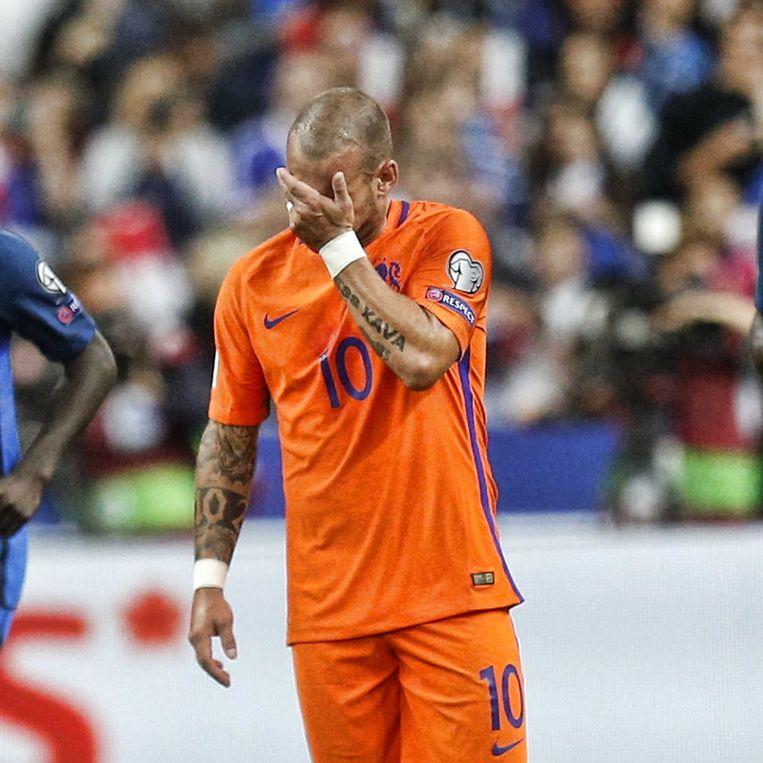 Wesley Sneijder baalt na de 1-0 in de WK-kwalificatiewedstrijd tegen Frankrijk. Beeld AP