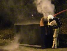 Hulpdiensten in Enschede druk tijdens eerste avondklok: 4 containers in brand