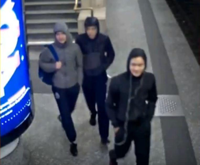 De drie verdachten werden gefilmd door bewakingscamera's.