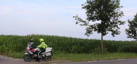 Urenlange klopjacht in maisveld in Haaren na achtervolging bestuurder gestolen motor