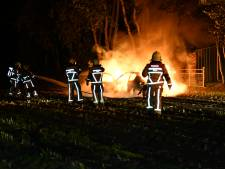 Crosswagen in Beerzerveld vliegt in brand