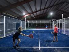 Indoorpadelbanen klaar, maar nog niet bespeelbaar: 'Padel is booming'