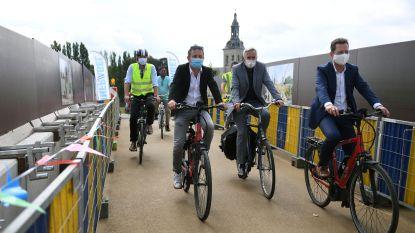 Na 4 jaar omrijden is het eindelijk zover: de nieuwe Parkwegbrug in Heverlee is open