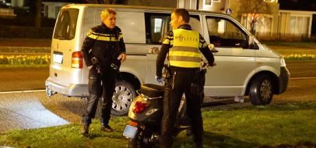 Man gaat onderuit met scooter in Veldhoven en moet naar het ziekenhuis