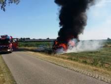 Brandweer rukt uit voor brandende tractor in Vriezenveen