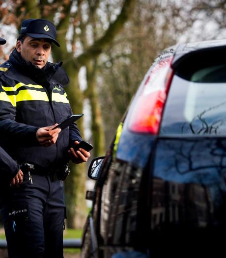 Man zonder vaste woonplaats vervoert tien personen in Kaatsheuvel maar heeft ongeldig rijbewijs