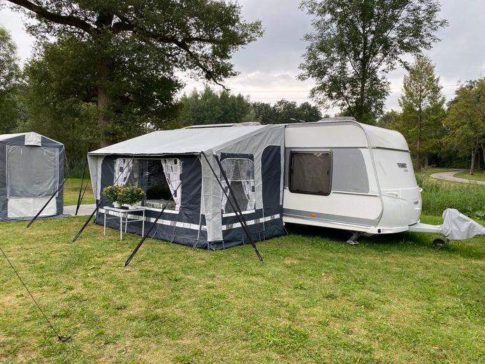 De caravan van het gezin van Martha Wolters is klaar voor een verblijf deze winter in de villawijk Kevelhammerhoek in Goor.