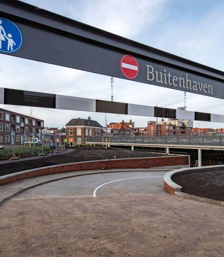 Wijkagent Kampen waarschuwt voor 'levensgevaarlijke' helling in parkeergarage: 'Dit is geen skatebaan'