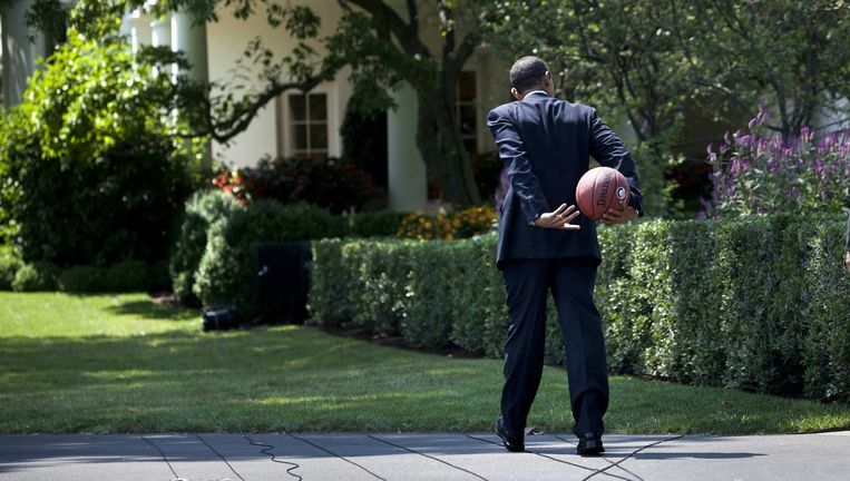 President Obama loopt naar de West Wing van het Witte Huis, 2009 Beeld Brendan Smialowski / HH