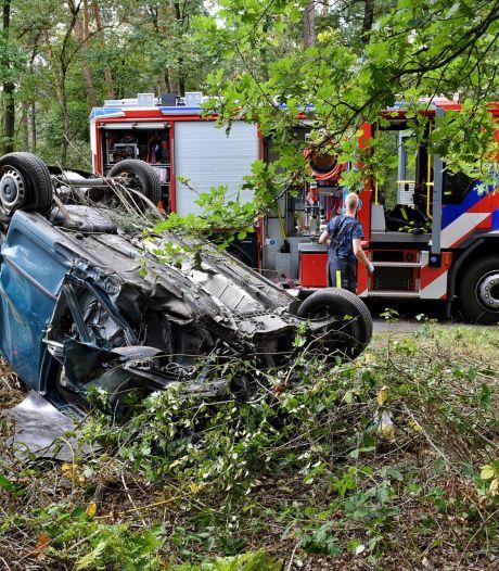 Automobilist raakt macht over stuur kwijt en raakt drie bomen in Diessen, man gewond naar ziekenhuis