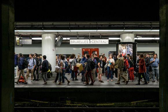 Nu is het al verboden om in erg drukke stations zoals Brussel-Centraal fietsen in- of uit te laden.