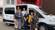 Dagverzorgingscentrum De Dagvlinder heeft nieuw busje om ouderen te vervoeren
