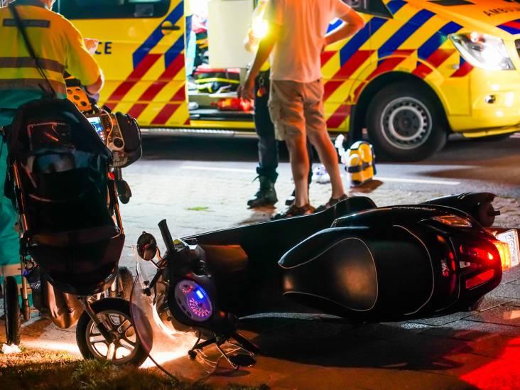 Scooterrijder ramt kinderwagen in Someren, meerdere gewonden