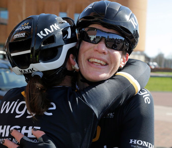 Kirsten Wild eindigt in de derde etappe van de Giro Rosa als tweede, achter de Belgische Julien D'hoore.