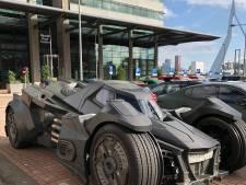Batmobile gespot op de Kop van Zuid: 'Opeens komt Batman voorbij'