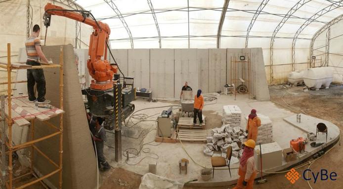 De betonprinter van CyBe aan het werk in Dubai