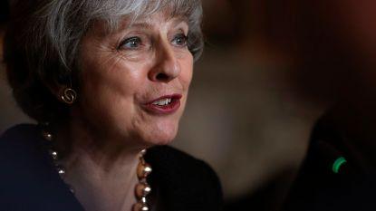 May roept in kerstboodschap op tot eenheid, Queen vraagt verdraagzaamheid