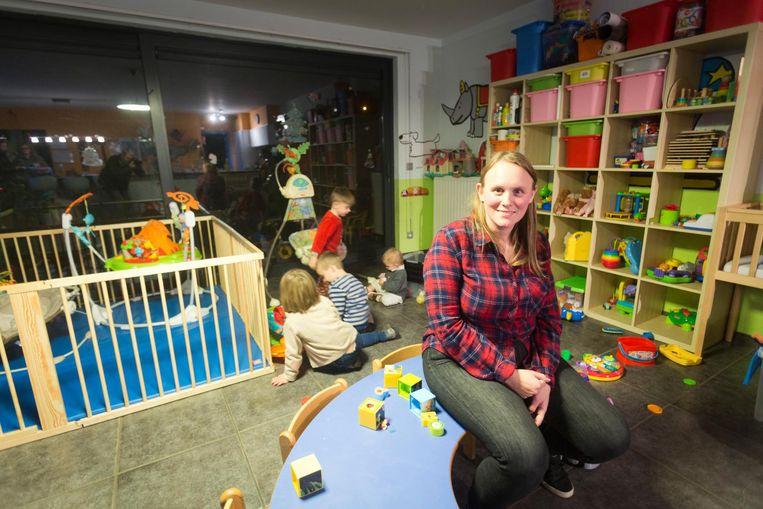 Evi offert haar oudejaarsnacht op aan de opvang van kleine kindjes.